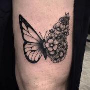 Virágos-pillangó tetoválás