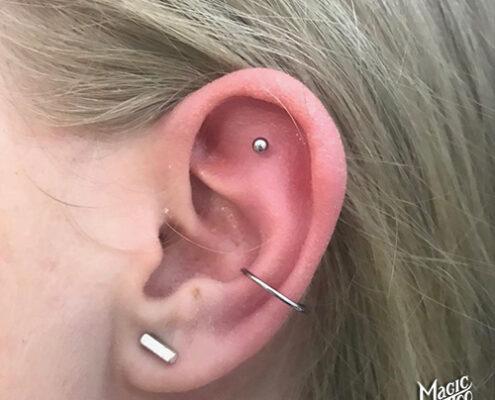 Conch piercing szúrás