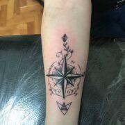 Iránytű tetoválás