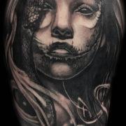 Női arc tetoválás