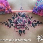 Virágmintás tetoválás