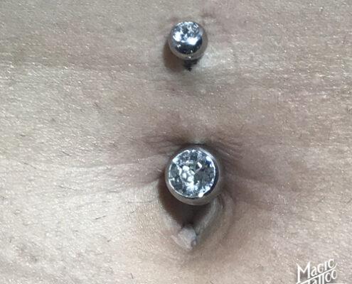 Köldök piercing szúrás